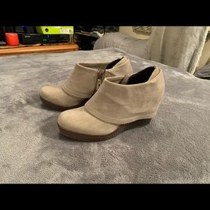 Dr. Scholls Size 8M Suede Fold Over Wedge Booties
